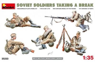 1/35 Soviet soldiers taking a break