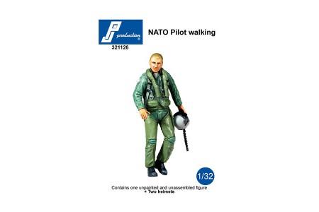 1/32 NATO walking pilot w/ 2 helmets