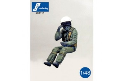 1/48 French fighter pilot seated