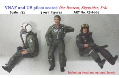 1/32 VNAF and US pilots seated