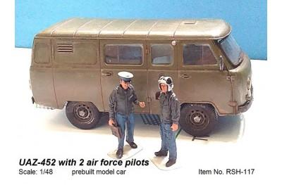 1/48 UAZ-452 with 2 air force pilots (prebuilt car)