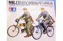 1/35 German soldiers w/ bicycle
