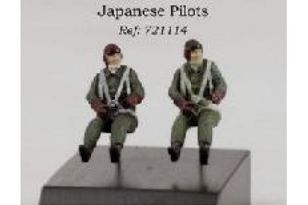 1/72 Japanese pilots seated
