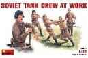 1/35 Soviet Tank Crew at Work