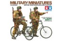 1/35 British paratroopers with bicycle